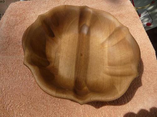 Schale aus Nussbaum