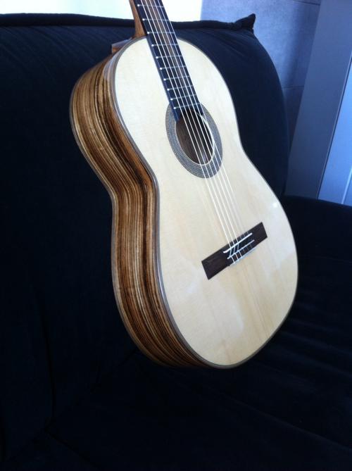 Flamenco Gitarre aus Zebrano