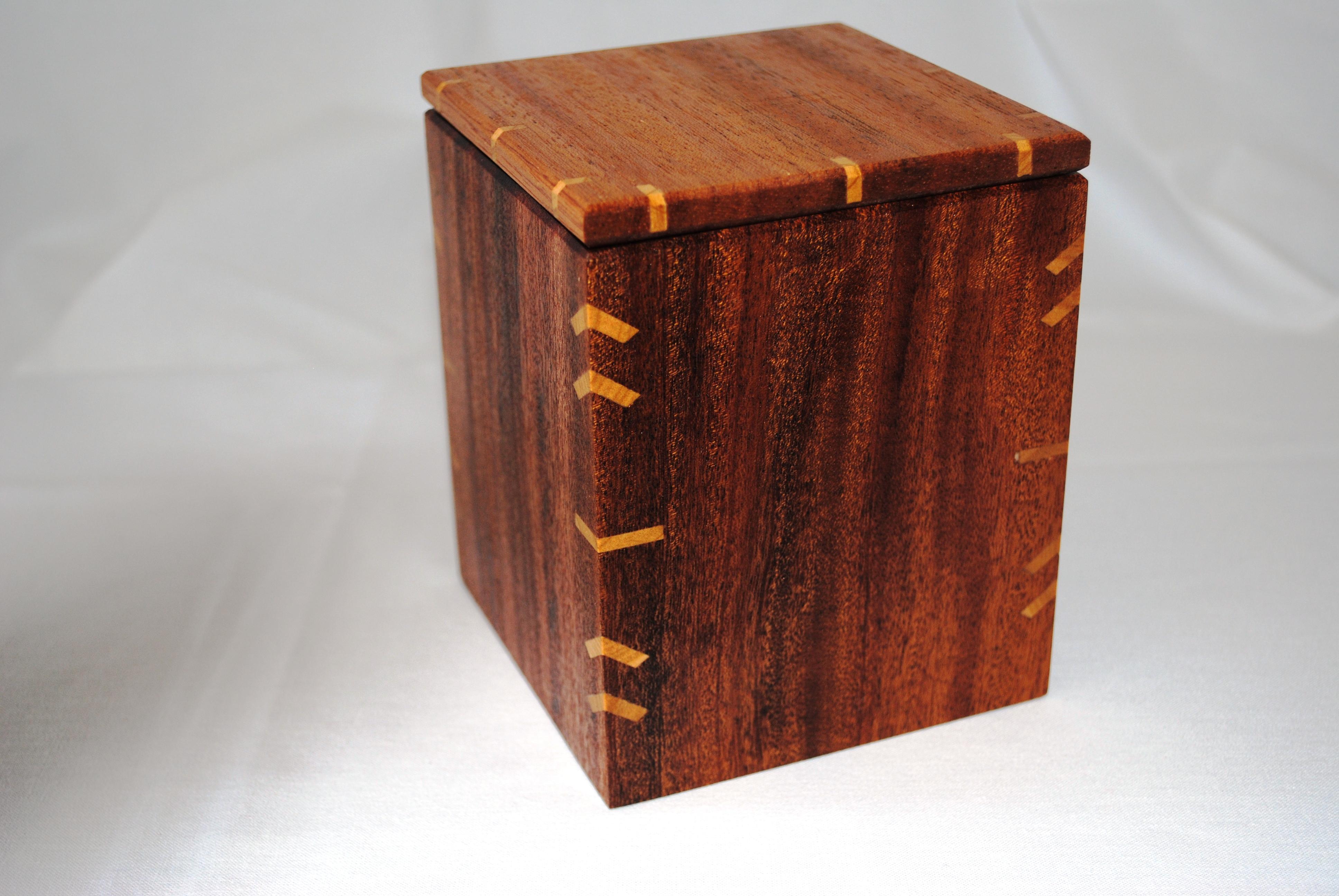 k stchen aus khaya und sipo mahagoni dictum handwerksgalerie. Black Bedroom Furniture Sets. Home Design Ideas